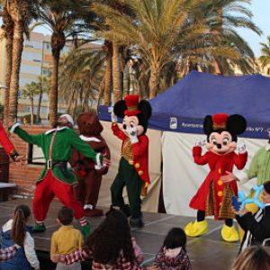 Actuación de Minnie Mouse y Mickey evento.