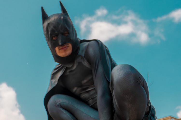 Animador infantil vestido Batman