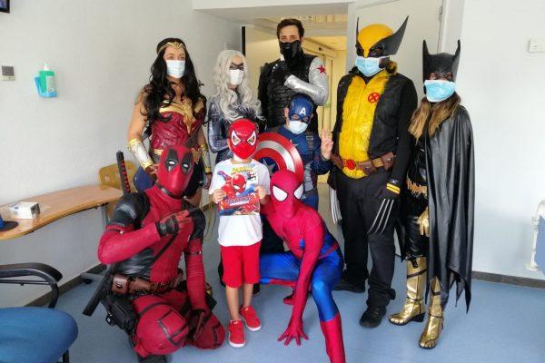 Asociación superhéroes en el hospital