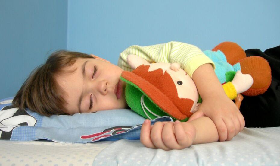 Cómo afecta el cambio horario a los niños