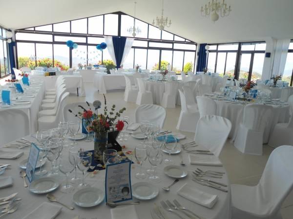 Salón interior decorado para comunión,