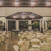 Comunión en el salón interior de Hacienda La Capilla en Molina