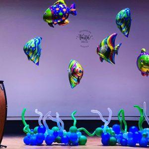 Decoración marina hecha con globos