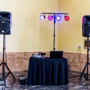 Equipo musical para fiestas y celebraciones de Delicado Eventos.