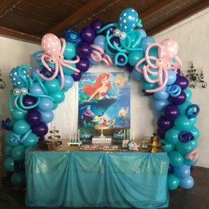 Mesa de cumpleaños de Garland Fantasía