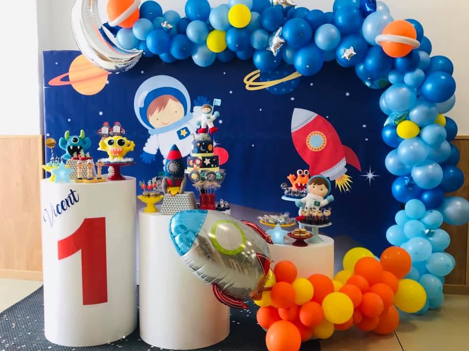 Mesa de dulces inspirada en el espacio