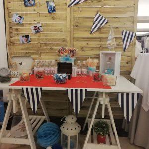 Mesa dulce con temática marinera.